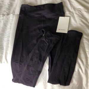 Lululemon Reveal 7/8 tights size 6